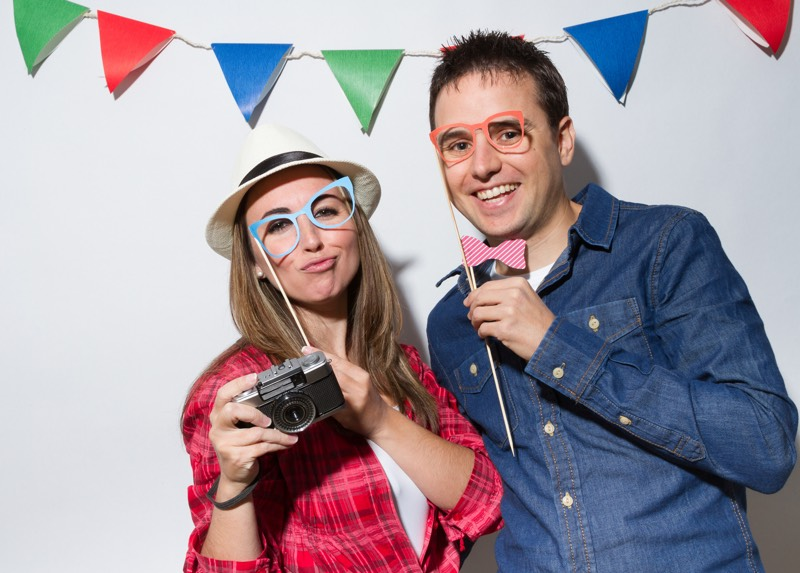 couple-with-photo-booth-props