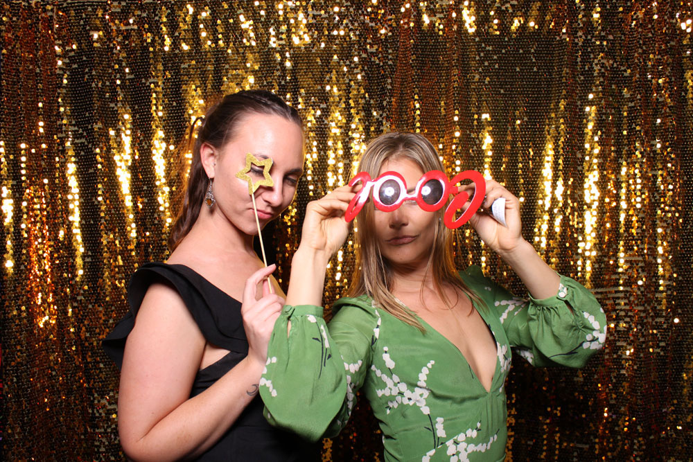 Ladies with cool photo booth props, wedding photo booth, photo booth, photobooth, joybooth